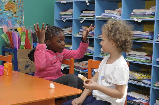 (Français) Girls In A Classroom